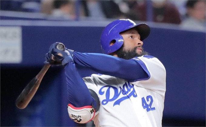 Almonte Lleva 20 Juegos Pegando Hits Béisbol Profesional Japonés