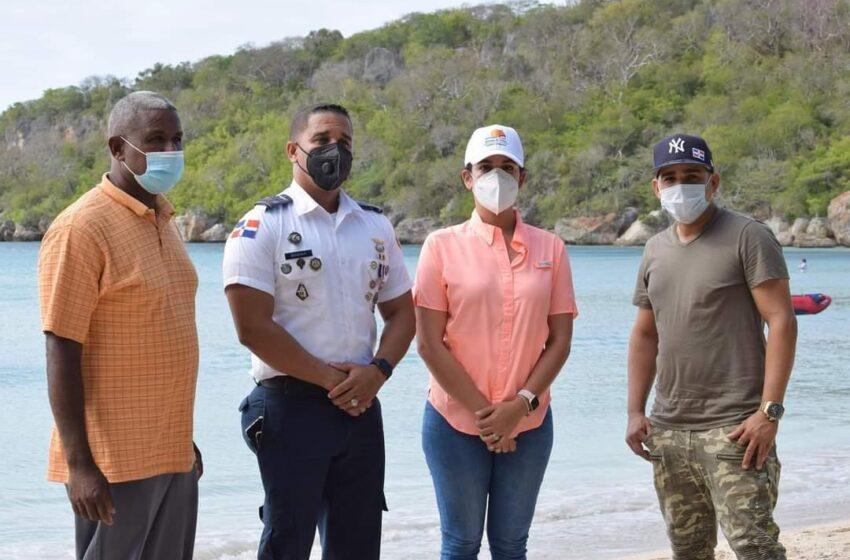 Dueños Casetas La Ensenada Reciben Visita Directora Provincial Turismo