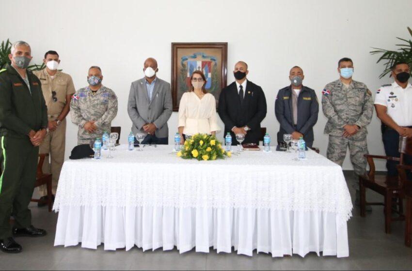 Gobernadora Provincial Posesiona Director Regional COBA