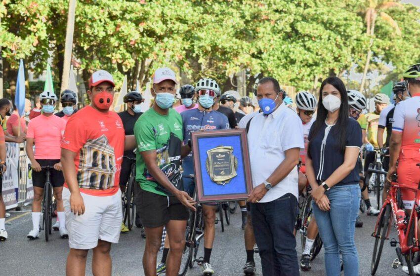Dedican Clásico Ciclismo Alcalde Roquelito Garcia