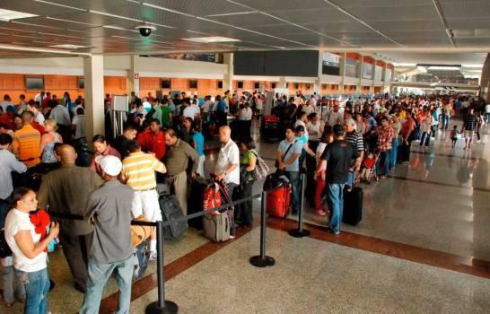Llegan Aeropuerto Nacionales Primeros Viajeros Navideños