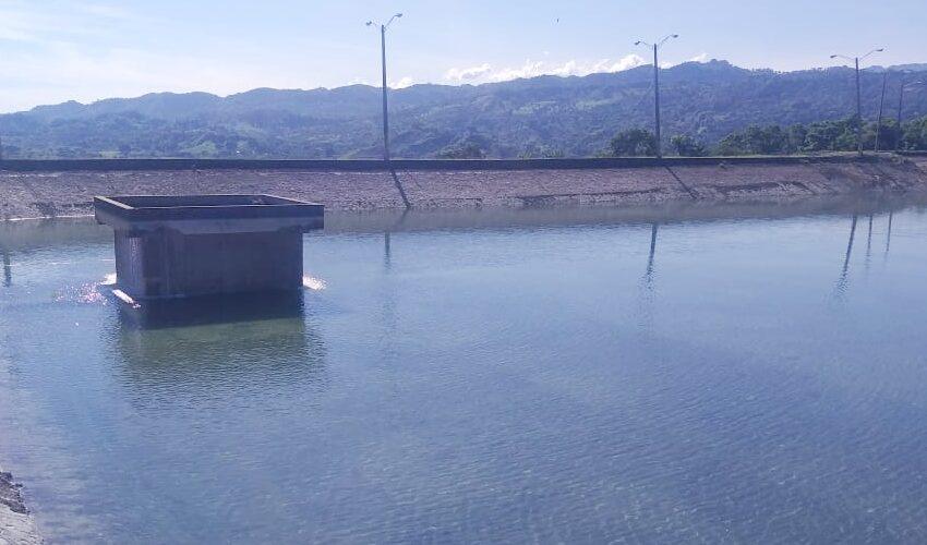 Brigadas CORAAPLATA Limpian Contraembalse Acueducto Los Ciruelos-Montellano