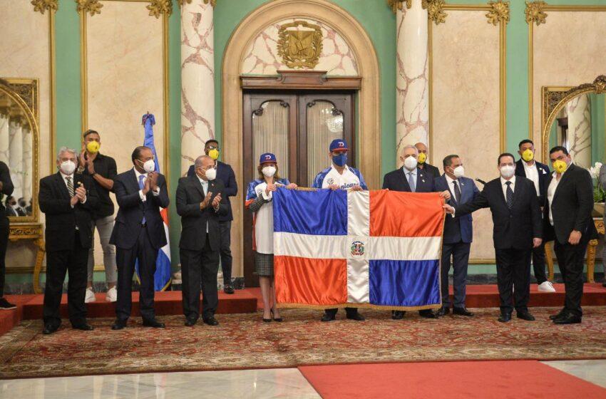 Presidente Abinader Entrega Bandera Nacional Equipo Águilas Cibaeñas