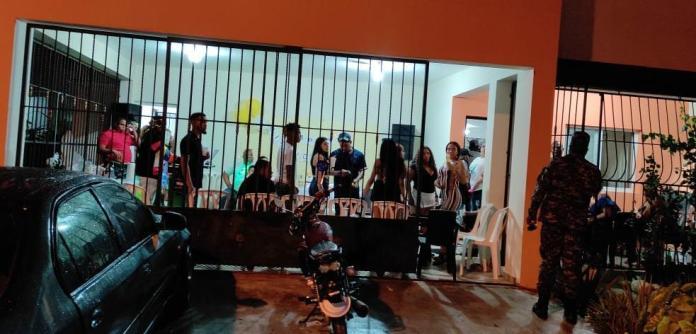 Detienen Grupo Personas Celebraban Cumpleaños Violando Toque de Queda