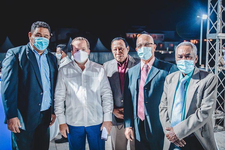 Ministro Paliza Recibe Premio Supremo Turístico