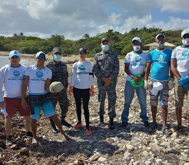 Agentes Policiales Participan Limpieza Playas Puerto Plata
