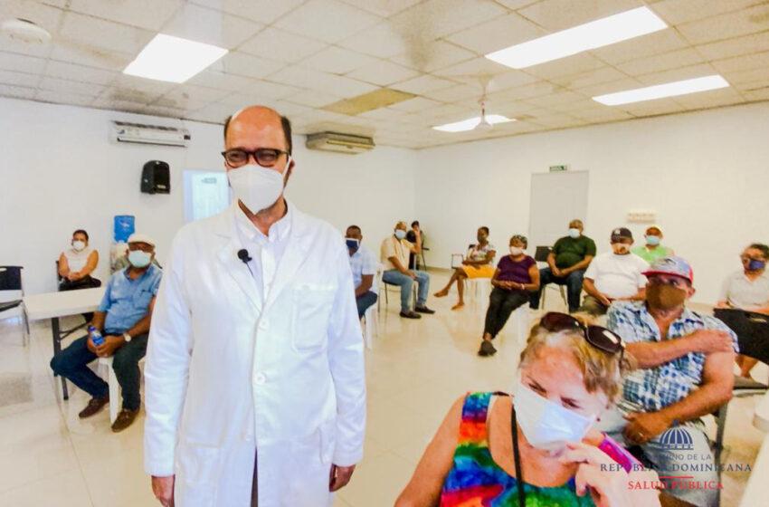 Vacunan Dos Mil Envejecientes en Puerto Plata