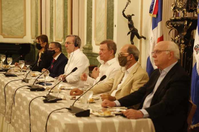 Presidente Abinader Ofrece Almuerzo Grupo Periodistas Haitianos