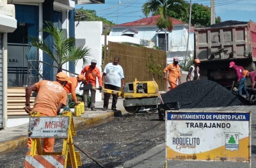 Cabildo-Obras Públicas Continúan Programa Asfaltados Puerto Plata