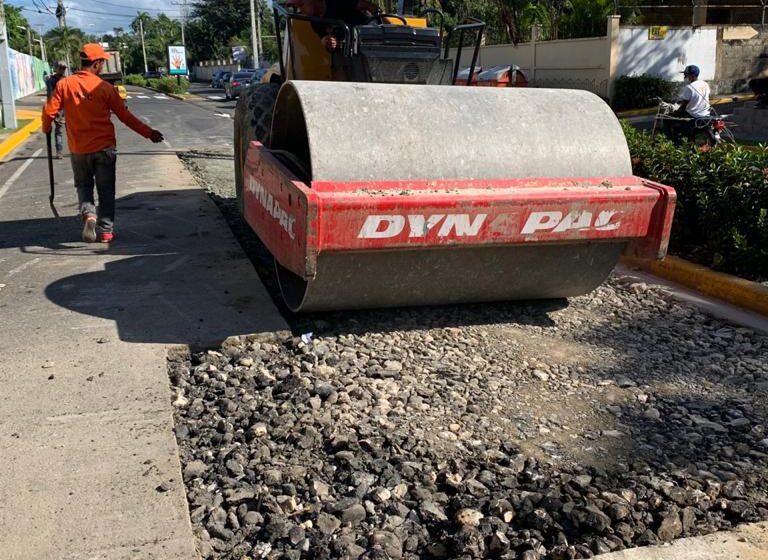 Brigadas Ministerio Obras Publicas Reparan Avenida Luis Ginebra Puerto Plata