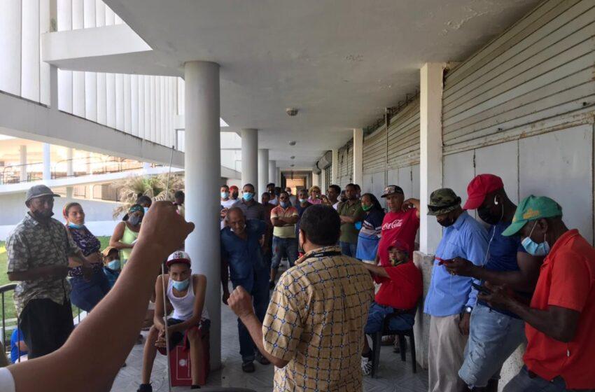 Vendedores Muestran Resistencias Salir Mercado Municipal